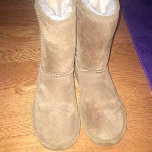Emma style Bearpaw short boots